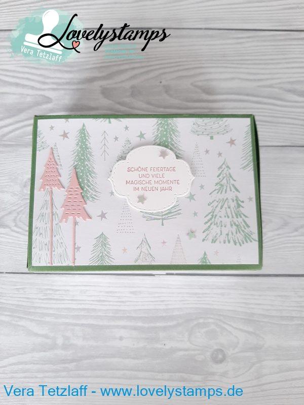 Box mit rosanen Weihnachtsbäumen